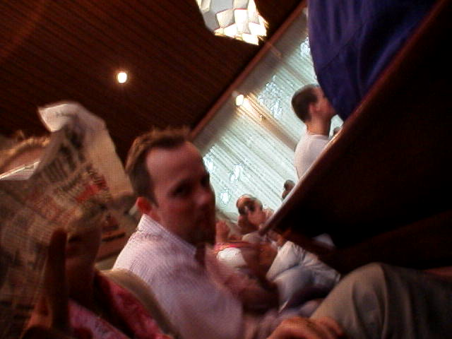 In de kerkbanken met Freek: Welkom kijkers, bij een nieuwe aflevering van.....
